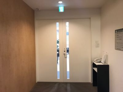 fabbit大阪本町 打合室の入口の写真