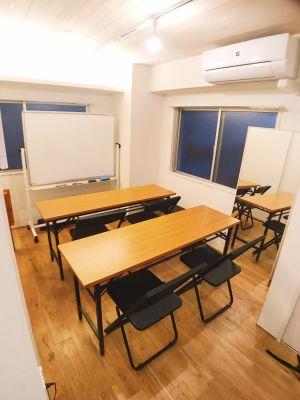 折り畳みのテーブル、イスをご用意しております。必要に応じて、ご利用下さい。 - シェアスペース「Sharez」 綺麗な完全個室!多目的利用可能!の設備の写真