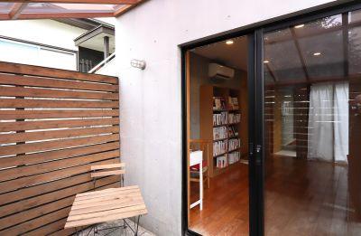 自由ケ丘 COOKシェアスペース 「食」の本屋の入口の写真