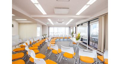 シアター形式50席 - 神楽坂セミナールーム ココロノオフィス セミナールームの室内の写真