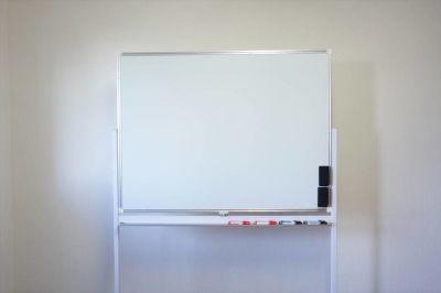 レオン会議室 とっても明るい貸しスペースの設備の写真