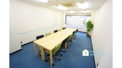 【オアシス会議室】 プロジェクタ無料の貸し会議室♪の室内の写真
