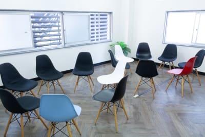レイアウトを自由にアレンジできます。 - MIXER 貸し会議室の室内の写真
