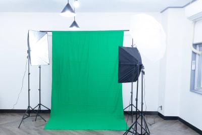 グリーンバックもありますので、動画撮影にも便利です。 - MIXER 貸し会議室の室内の写真