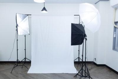 プロフィール撮影や、物撮りに便利な撮影機材一式をご用意。 - MIXER 貸し会議室の室内の写真