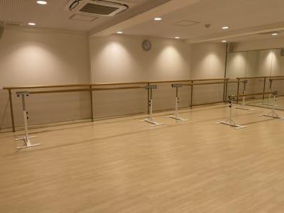 バレエバーも完備! 幅広い用途でご利用いただけます。 - ルキナ仙川アネックス レンタルスタジオの室内の写真