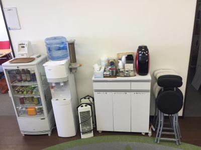 インスタント会議室 梅田「PLAY JOB」 半個室会議室B(4名用)の設備の写真