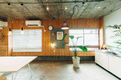当スペースはリノベーション事務所の一角で運営しています。 - STOCK STUDIO レンタルスタジオの室内の写真