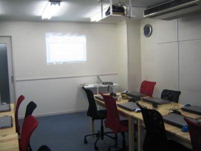 フォーティネットパソコンスクールレンタルスペース セミナールームの室内の写真