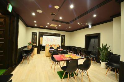 ウッドデザインパークレジャック店 100名以上、多目的スペースの室内の写真