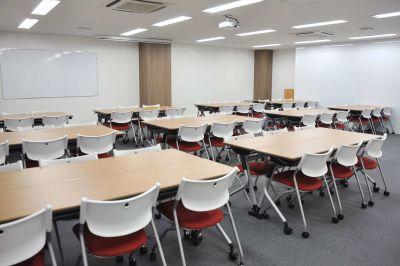 秋葉原駅前会議室 セミナールームFの室内の写真