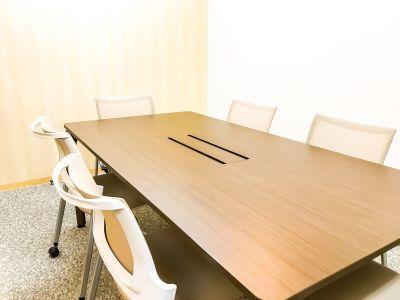 完全個室の会議室 - MYBASICOFFICE虎ノ門 貸し会議室の室内の写真
