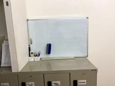 ホワイトボード - HNSレンタルスタジオ 貸し会議室の設備の写真