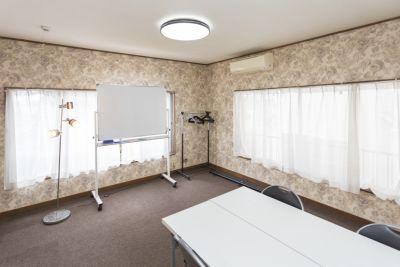 神楽坂レンタルスペース香音里 小会議室(2階)の室内の写真
