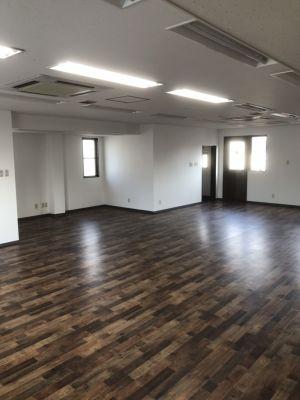 多目的スタジオレンタルスペース! 大人数でも使用が可能!の室内の写真
