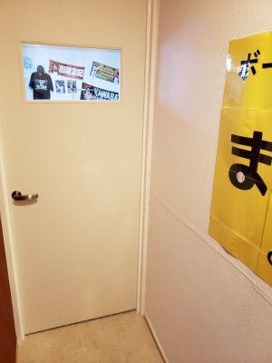 ままごと ボードゲームカフェ&スポーツバーの入口の写真