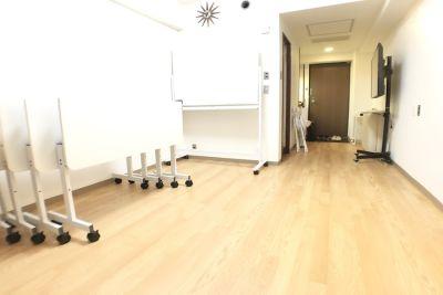 お気軽会議室 ユニゾーン新大阪 リーブル新大阪 会議室の室内の写真