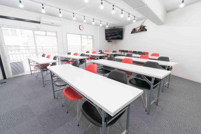 博多B&R大会議室 【シュガースペース03】の室内の写真