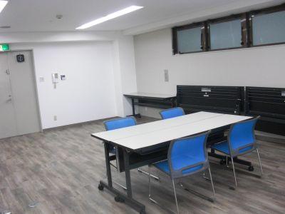 いちごRoom 貸切フロアの多目的スペースの室内の写真