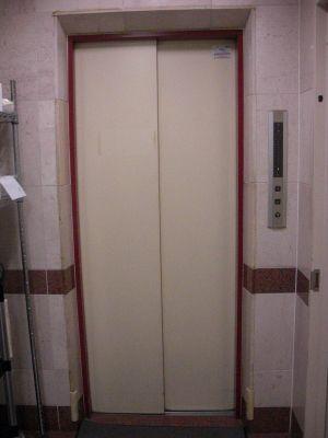 いちごRoom 貸切フロアの多目的スペースの入口の写真