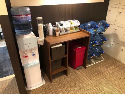 BIZcomfort京都四条烏丸 完全個室 8名用会議室の設備の写真
