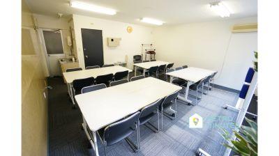 【SAKURASPACE神田】 プロジェクタ無料の貸し会議室♪の室内の写真