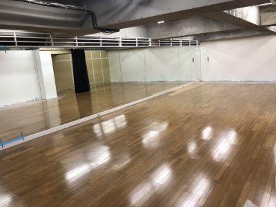 駒沢令劇STUDIO 稽古場 ダンススタジオの室内の写真