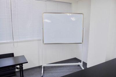 ホワイトボード - ♬マルチアクセス貸会議室@東京♬ アクセス抜群のレンタル・スペースの室内の写真