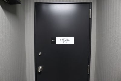 RAKUNA上野・御徒町 B号室の入口の写真