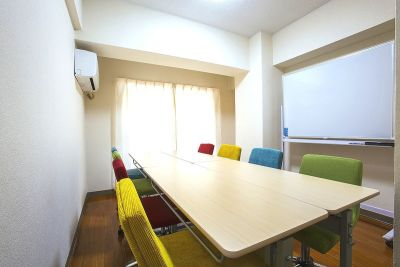 スマイルスペース博多 貸し会議室の室内の写真