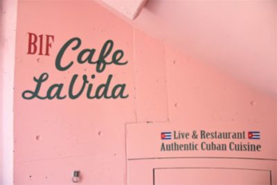 CAFE LA VIDA 貸切ホールの入口の写真