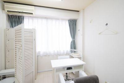 ネイル専用サロンモンレーブ横浜店 Cブースの室内の写真
