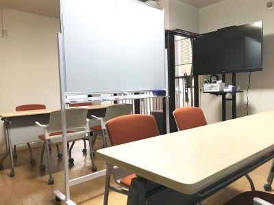CreativeLabo京都駅前 多目的スペースの室内の写真