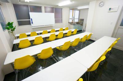 【スイセン会議室】 明るい室内♪多目的スペース♪の室内の写真