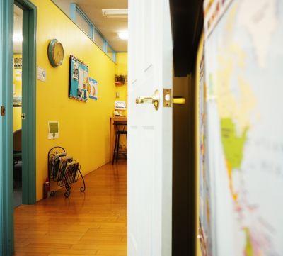 英会話学校ザ・ニュービレッジ Room 3の室内の写真