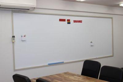 大型ホワイトボード有り - 千成ビル203会議室の室内の写真