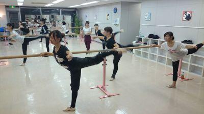 テーマパークダンサーズスタジオ スタジオドリームの室内の写真