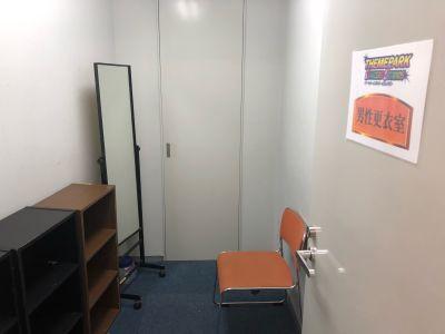 更衣室B(共用) - テーマパークダンサーズスタジオ スタジオスマイルの室内の写真