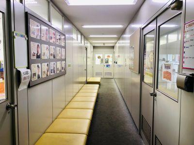 廊下(共用スペース) - テーマパークダンサーズスタジオ スタジオスマイルの入口の写真