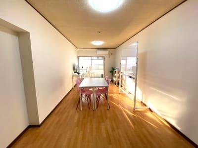【博多SAKURA会議室】 プロジェクタ無料の貸し会議室♪の室内の写真