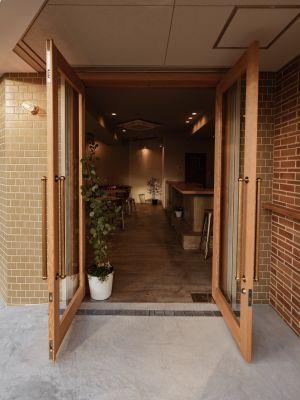EXIA レンタルスペース  1Fカフェ・キッチンシェアの入口の写真