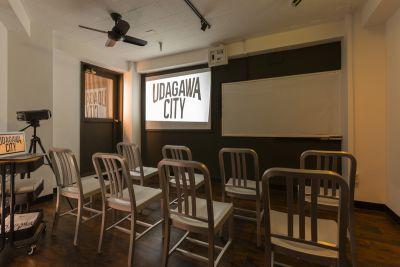 渋谷宇田川スタジオ302 12名着席可の多目的スペースの室内の写真