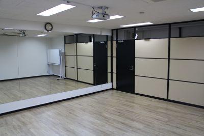 ワン・デイ・オフィス 第2会議室 会議室【結婚式 余興 練習】の室内の写真