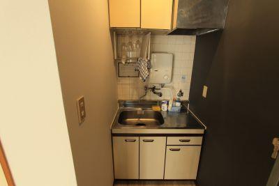 キッチンはいわゆるミニキッチンです。 コンロはカセットコンロでございます。 - 今池MAISON パーティースペースの設備の写真