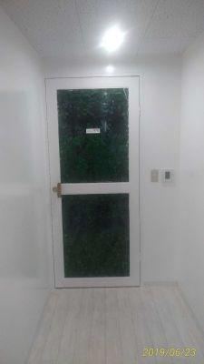 横浜中華芸術学校中華街本校 スタジオの入口の写真