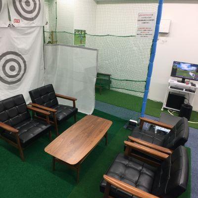 スマートショット新宿 会議利用 室内ゴルフ練習場2号室の室内の写真