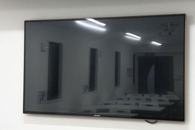 65型テレビモニター無料完備 - 高崎白銀ビルⅡ 貸会議室 Room1【最大26席】の設備の写真