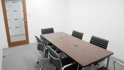 Natuluck東京・日本橋駅前店 小会議室の室内の写真