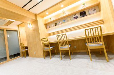 BOOK&OFFICE 文悠 共有スペースの室内の写真