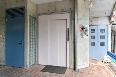 レンタルスペースヒリュウ B1完全防音室の入口の写真